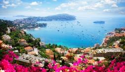 Klassische Blumenriviera, blühende Landschaften an malerischer Küste